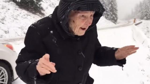101-year-old mother asks her son to stop the car and the reason